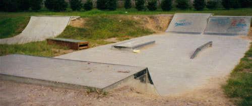 Mannering Park Skatepark