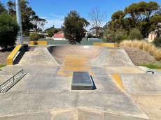 /skateparks/australia/cummins-skatepark/