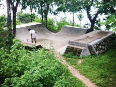 /skateparks/indonesia/maluk-beach-mini/