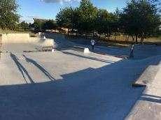 /skateparks/france/le-barp-skatepark/