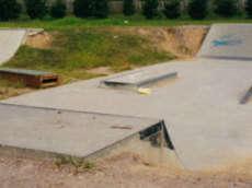 /skateparks/australia/mannering-park-skatepark/