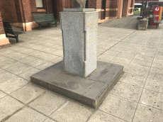 Statue Curb