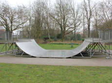 /skateparks/england/worthington-park-mini-ramp/
